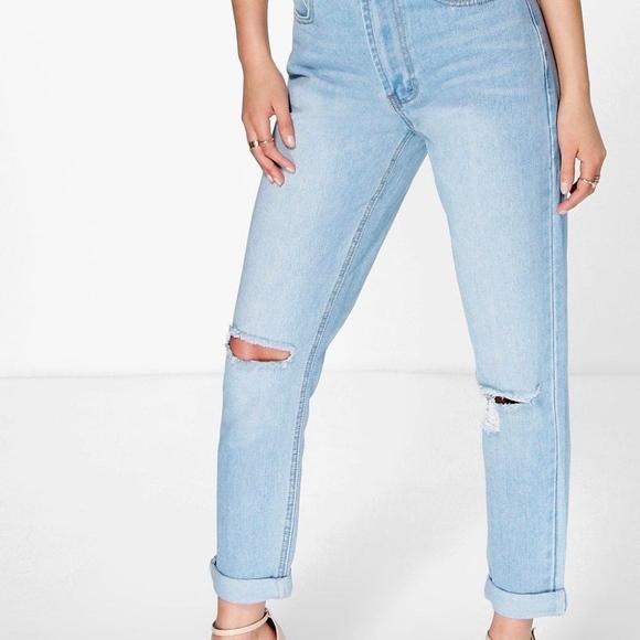 Boohoo Denim - High Waisted Light Wash Mom Jeans